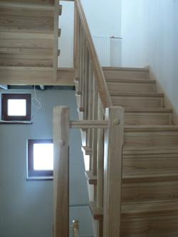 Лестница из массива ясеня по индивидуальному проекту K31 - Лестницы