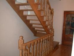 Лестницы из массива разных пород, изготовление лестниц